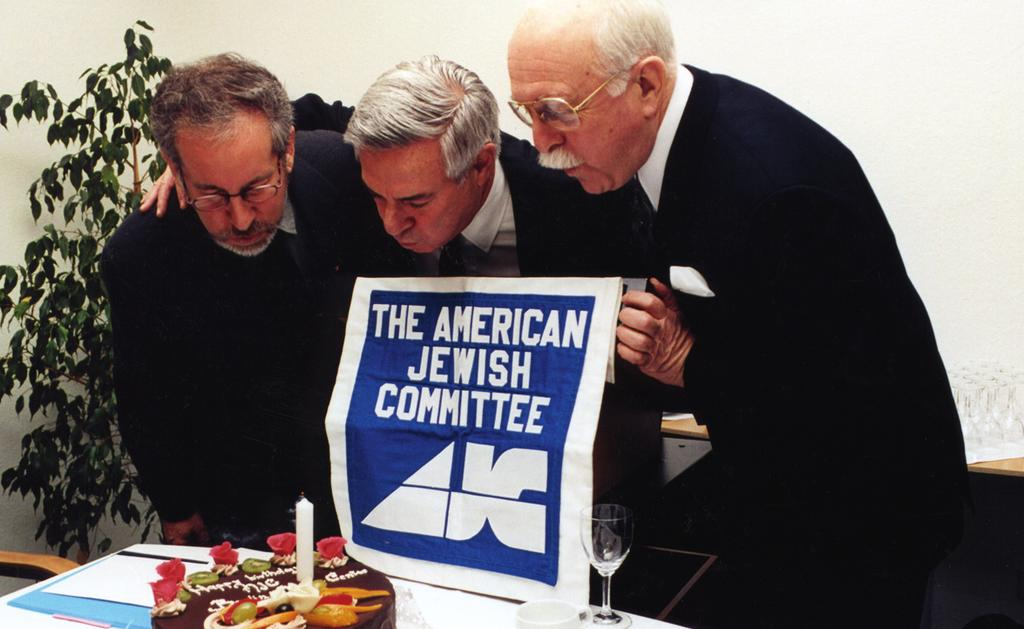 Film producer Steven Spielberg, AJC National President Bruce Ramer and AJC Berlin Ramer Institute Founding Director Eugene DuBow at the Institute s first anniversary, Berlin, February 7, 1999 1999 :