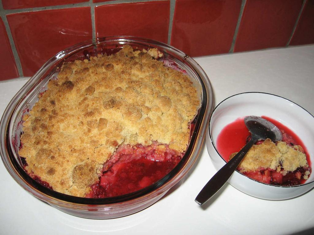 THE HERALD Page 12 now. In the meantime: Bon Appetit! (more recepies in future Heralds) Blackberry and Apple Crumble (for 4 people) (English) Ingredients: approximately 400 gr.