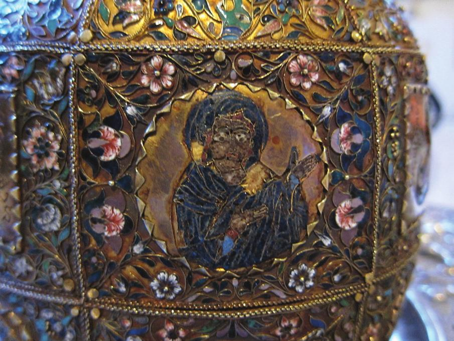 Fig. 2a) Reliquary of Saint Blaise, detail, diameter 4 cm, The Virgin; 2b) Reliquary of Saint Blaise, detail, diameter 4 cm, Christ ; 2c) Reliquary of Saint Blaise, detail, diameter 4 cm, Male