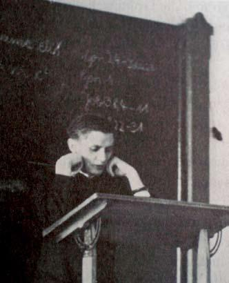 62 POPE BENEDICT XVI In his post as a professor in Freising, Joseph Ratzinger lectured to students on dogmatic and fundamental theology.