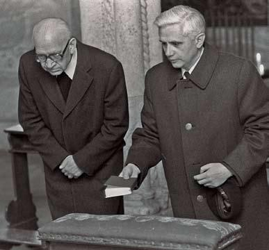 THE REFORMER REFORMS 73 Archbishop of Munich and Freising Joseph Ratzinger (right) prays with Bishop Ernst Tewes on March 31, 1977, shortly before Ratzinger s consecration.