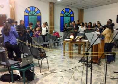 (Left) Teusaquillo Mennonite Church in Bogotá, Colombia, celebrated World Fellowship Sunday with prayers for