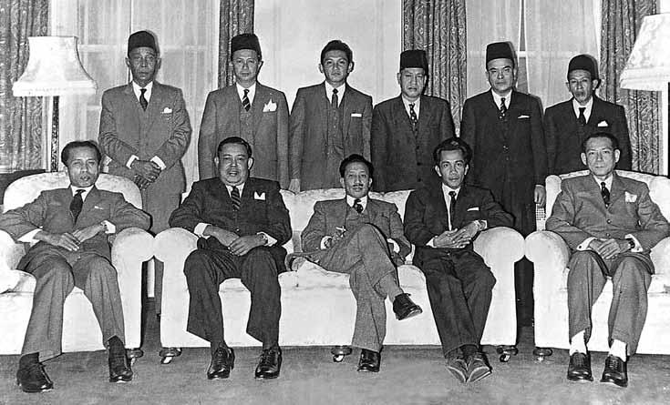 Members of the Brunei delegation (HH Sultan Haji Omar Ali Saifuddien in the