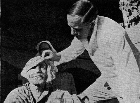 Introduction Figure 1.4 Out of darkness: Dr Iliff removes the bandages from a cataract patient, Bannu. CMS Outlook, October 1951.