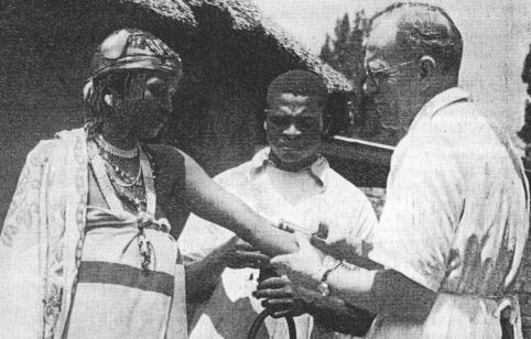 David Hardiman Figure 1.6 Dr Drewe gives an injection to a witchdoctor. Holy Cross, Pondoland. Conquest by Healing, December 1942, p.54. The Holy Cross Hospital, Pondoland, was in South Africa.