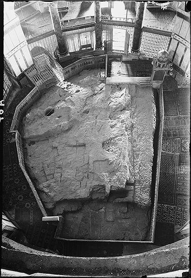 Rock (photo: Library of Congress) Looking down on the rock (Sakhrah) in the center of the Dome of the The Rock is enclosed by two ambulatories (in this case the aisles that circle the rock) and an