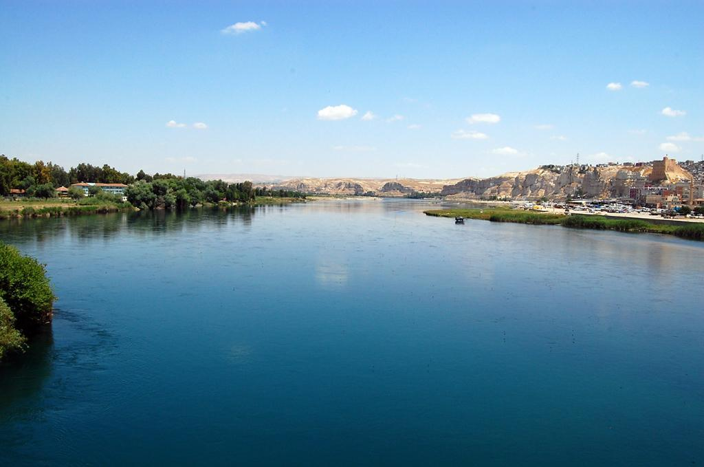Water Systems Euphrates River Starts in Turkey Most important river in Syria; provides the