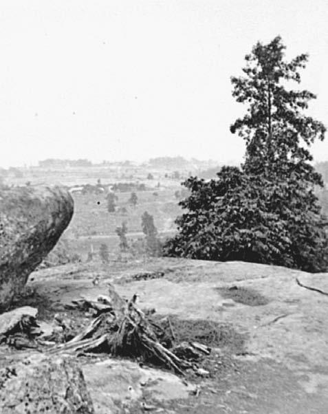 Defending Little Round Top The Battle of Gettysburg resumed on July 2, as Lee continued with his efforts to push Meade out of the area. But the Confederates were slow to reach the Union s left flanks.