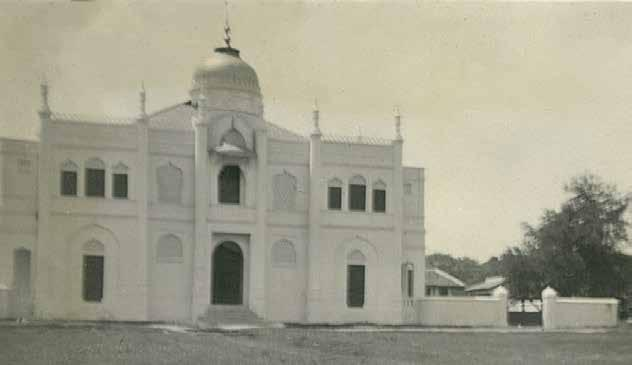 Chapter 6 Gurdwara Sahib Silat Road CHAPTER VI Gurdwara Sahib Silat Road Gurdwara Sahib Silat Road after construction was just completed in 1924 GURDWARA SAHIB SILAT ROAD EARLY DAYS In the early