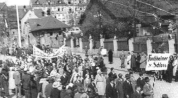 The staff of Forchheimer & Schloss participating in the 1933 May Day procession. In 1934 the firm employed a staff of 32, consisting of two labourers, 25 employees and five apprentices.