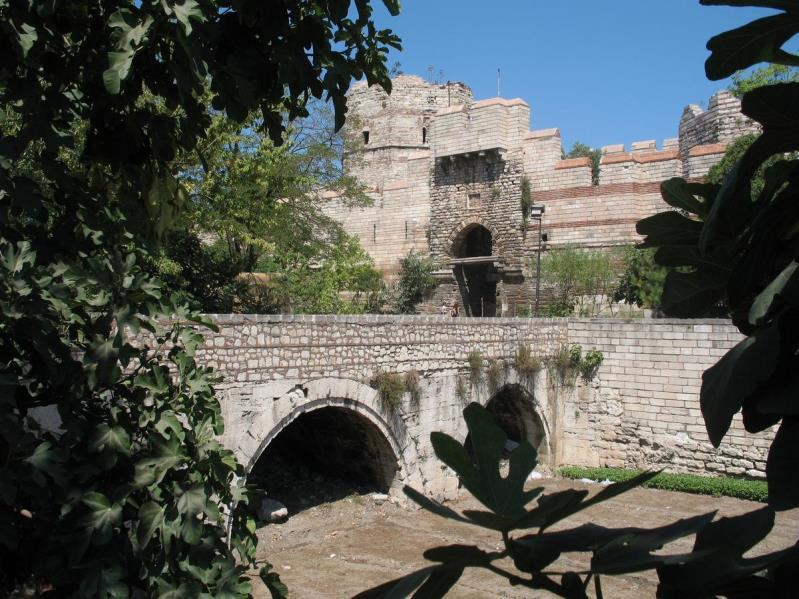 org/wikipedia/commons/2/20/bridge_and_gate_of_springs%2c_theodosian_walls%2c_constantinople.jpg 4. What purpose did the walls serve?