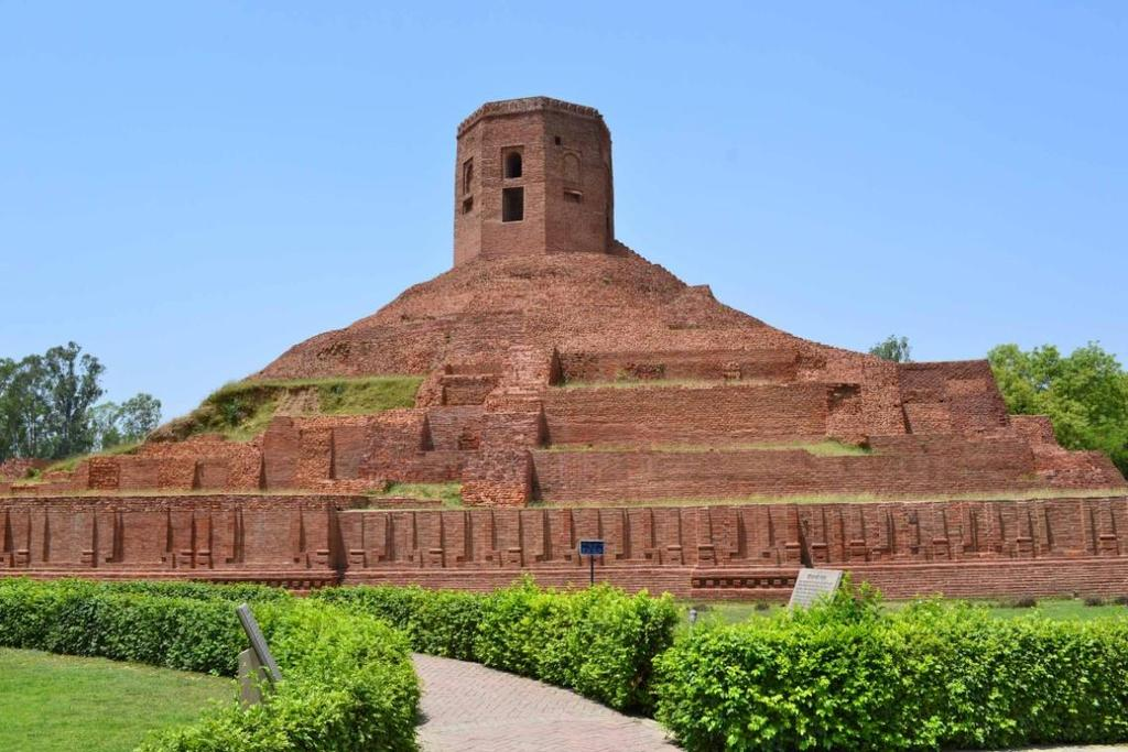 THE CHAUKHANDI STUPA : Chaukhandi is the first monument encountered by the visitors as they enter Sarnath.