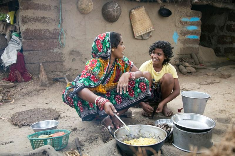 FIRST SUNDAY OF LENT MARCH 5, 2017 CRS Rice Bowl Week One: Focus on India Priyanka Baliar Singh (age 12) with her mother, Megharani (Megha) Baliar Singh, as she cooks outdoors.
