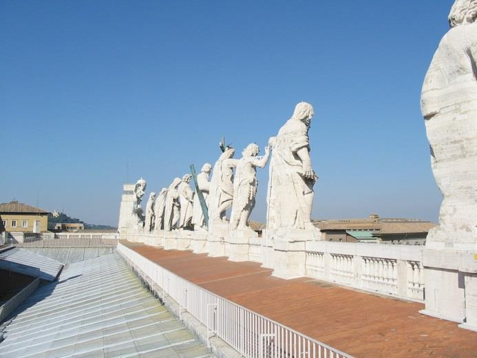 large statues to the centre of the City of Rome 30 - The