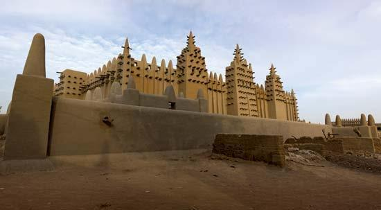 Djenné Mosque in Mali Built with mud bricks It is a UNESCO World Heritage Site,