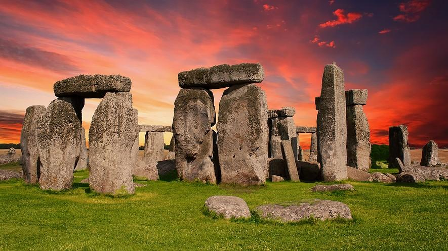Who Built Stonehenge? By History.com, adapted by Newsela staff on 08.22.17 Word Count 1,044 Level 1220L Stonehenge is one of the most famous places in the world.