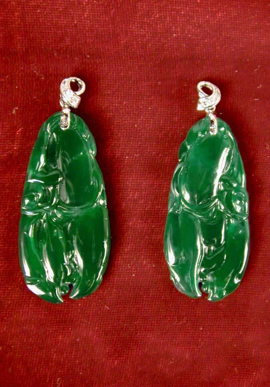 (LEFT) Crab Claw Earrings China, late Qing Dynasty (1644-1911 CE) Jadeite Gift of Mrs.