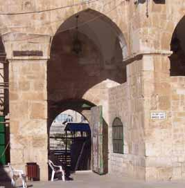 Rose Guide to the Temple The Temple Mount Gates There are 11 open gates that service the Temple Mount and 9 sealed gates.