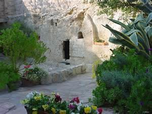 Monday, September 25 th After breakfast at the hotel, We will then begin our journey to Jerusalem with a stop at Qumran where Dead Sea Scrolls were discovered and Jericho for a late lunch.