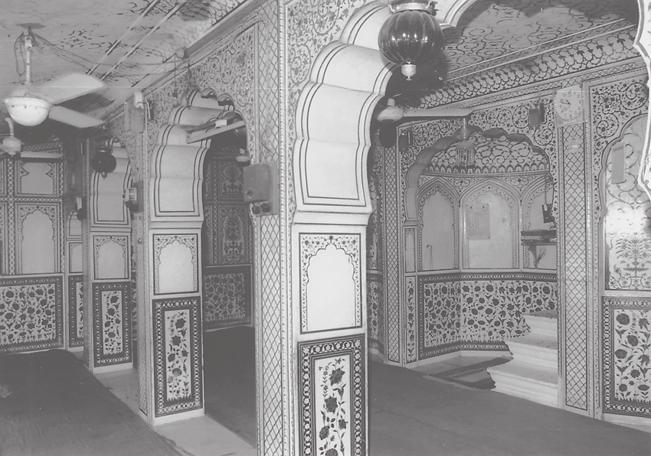 134 Mapping Hindu-Muslim Identities through Architecture 5.7. Interior, mosque at Dargah Zia al-din Sahib, Jaipur. any semblance of the original appearance remain.