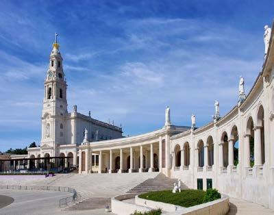 After, meet your local guide for a walking tour: visit the Chapel of Apparitions; Basilica, where you can find the tombs of the three seers, Francisco, Jacinta, and Lucia; the new Holy Trinity