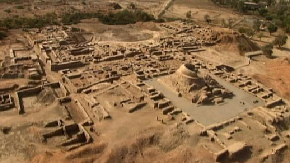 The two principal cities were Harappa, in the north, and Mohenjo-Daro, in the south.