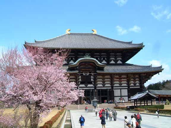 Nara's Todaiji temple largest wooden building in the world Emperor Shomu (701-756) made Buddhism