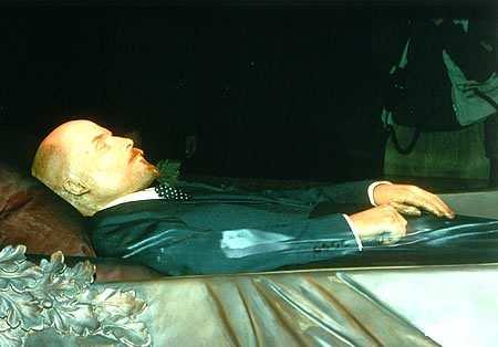 1924! Lenin dies-his body it entombed in glass- tourist sight.
