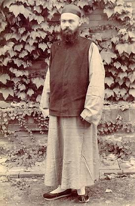 To China. 30 September 1899 he arrived in Shanghai. He was appointed for the Apostolic Vicariate Zhending ( 260 KM below Peking).