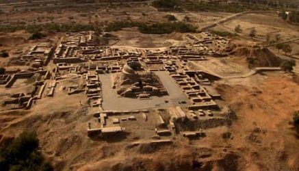 Harappa Civilization 2500 BC 1. Two major cities: a. Harappa (named after a nearby modern city) b. Mohenjo Daro (means mound of the dead) c. Both were discovered in the 1920s 2.