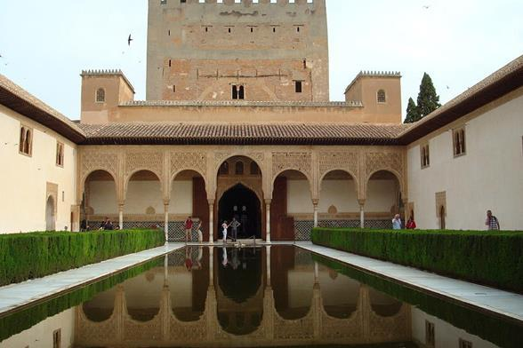 science & philosophy Architects built large, beautiful palaces Alhambra in Granada w/