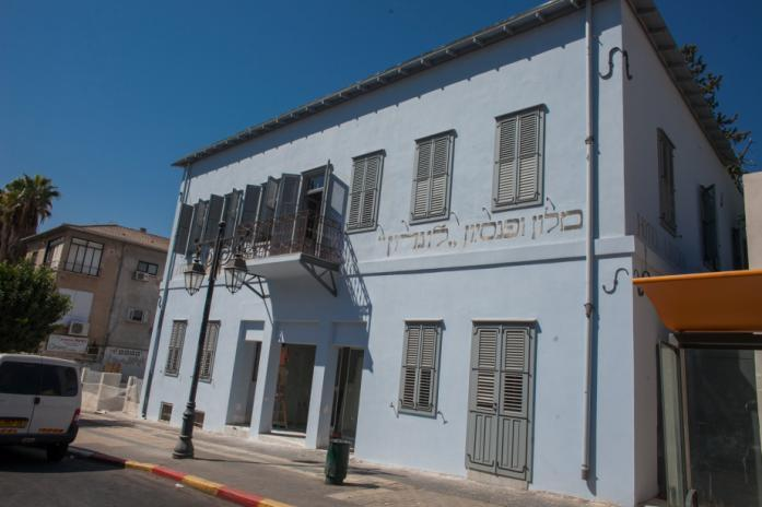The museum spans an area of 3300m² and stands in the complex housing some of the founders first historic buildings, An old stable built in 1883, a pharmacy and a doctor s clinic that later became the