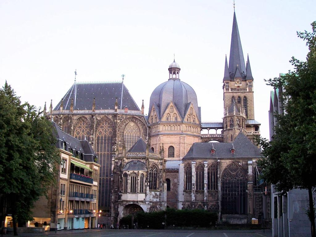 "Aachen Hoped to make it a ""second Rome"" Effort to revive Latin learning included schools and building Education"