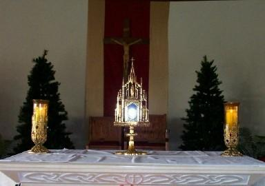 Queen s Messenger Queen of Peace Church 2550 Millville Avenue ~~ Hamilton, Ohio 45013 October 2018 FIRST FRIDAY EUCHARISTIC ADORATION The Eucharist is the flame and