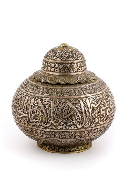 A Syrian Islamic Brass Jar جرة نحاسية سورية مرصعة بالفضة والنحاس وبنقوش إسالمية with silver inlay, decorated with bands of interlacing arabesque design on the lid and body framing a large central